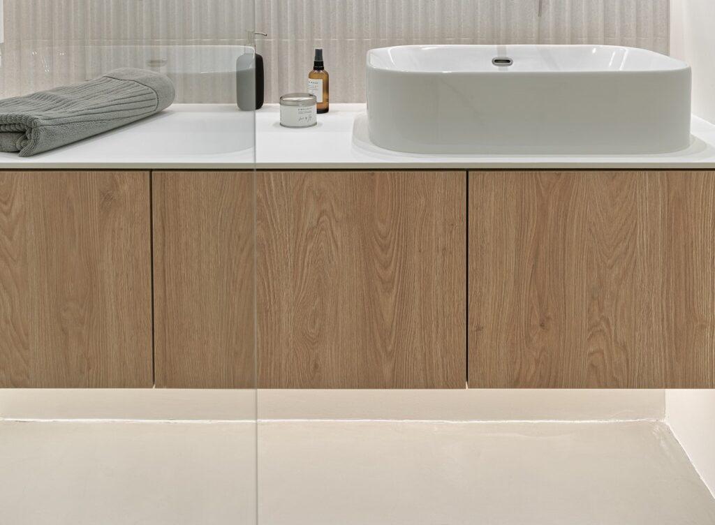 Minimalistyczna i stylowa szafka łazienkowa w zabudowie