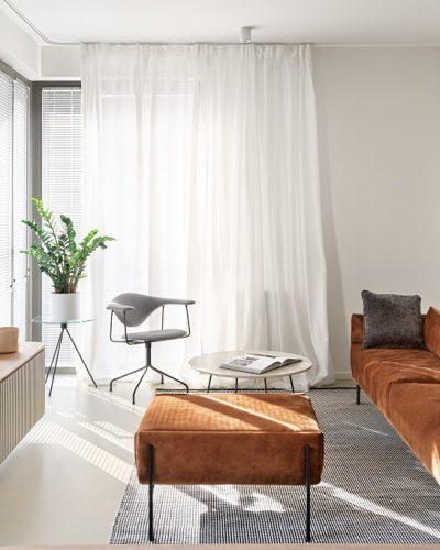 Dizajnerska kanapa z brązowym obiciem